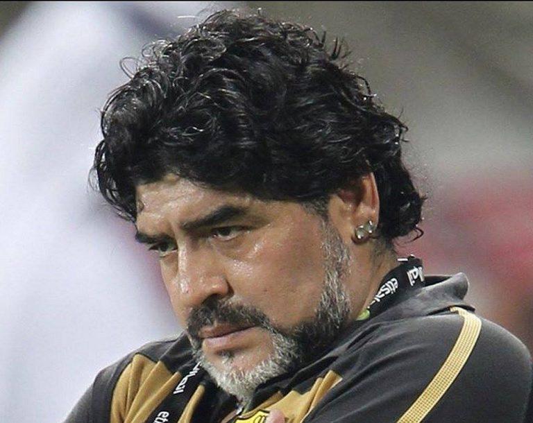 Argentina, Maradona denuncia le due figlie: ecco il perché