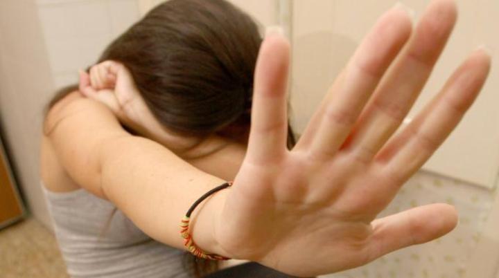 Violenza sessuale su bimba di 9 anni, arrestato il compagno della madre