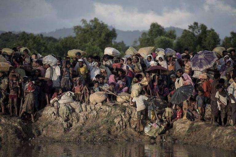 Il Papa in Myanmar, il viaggio comincia con l'incontro con i militari