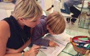 Insegnante, bambino, libro
