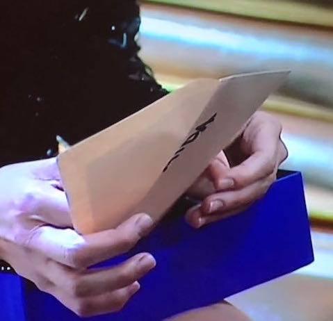 Il fidanzato la lascia per lettera