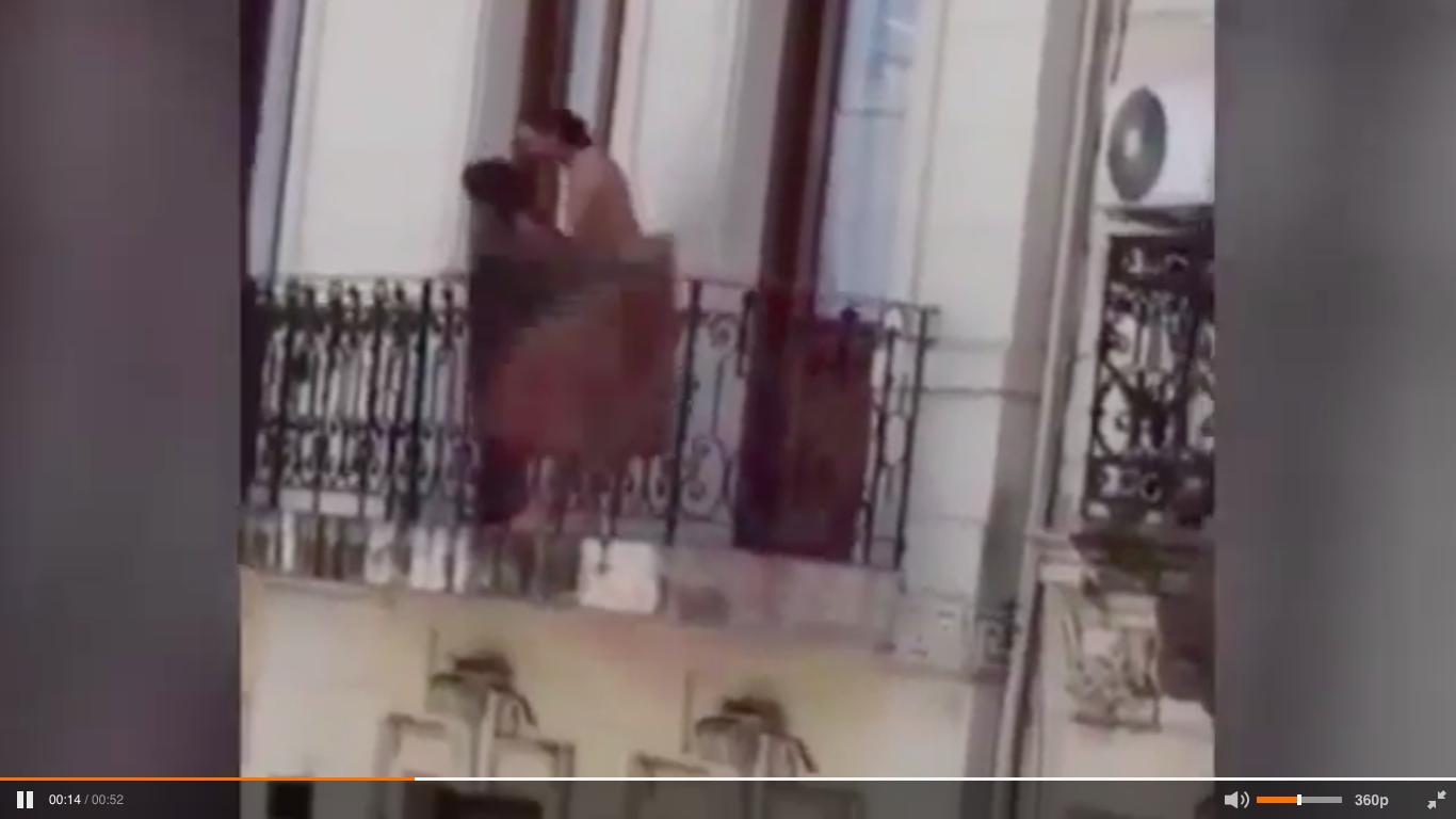 Buenos Aires, coppia fa sesso sul balcone in pieno giorno - Notizie.it