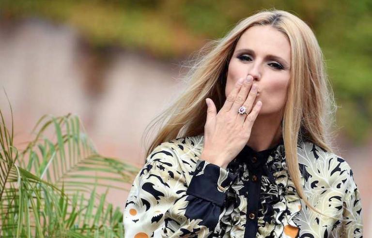 Michelle Hunziker condurrà il Festival di Sanremo con Baglioni, manca la firma