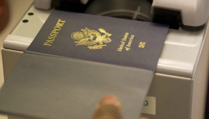 Bollino per identificare i pedofili sui passaporti americani