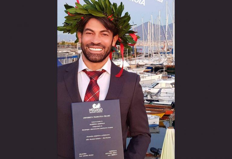 Gianni Sperti si è laureato in Economia Aziendale