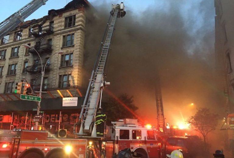 Devastante incendio a Manhattan, cinque feriti