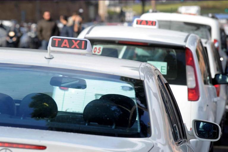 'Quel posto è mio', stacca orecchio a morsi al tassista
