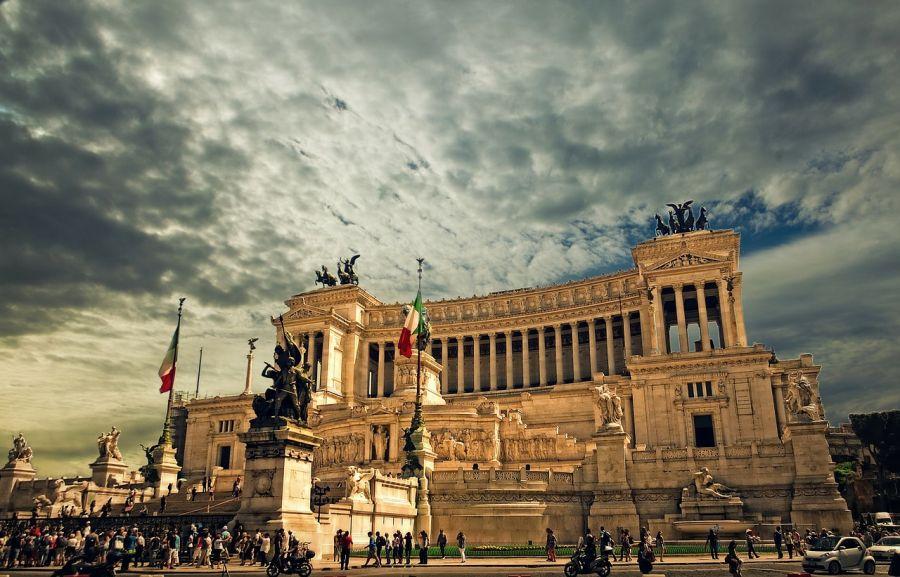 I migliori 5 monumenti famosi a roma quali visitare for Scopa sul divano