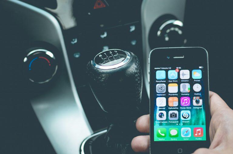 I Migliori Accessori per lo Smartphone da utilizzare per la tua Auto