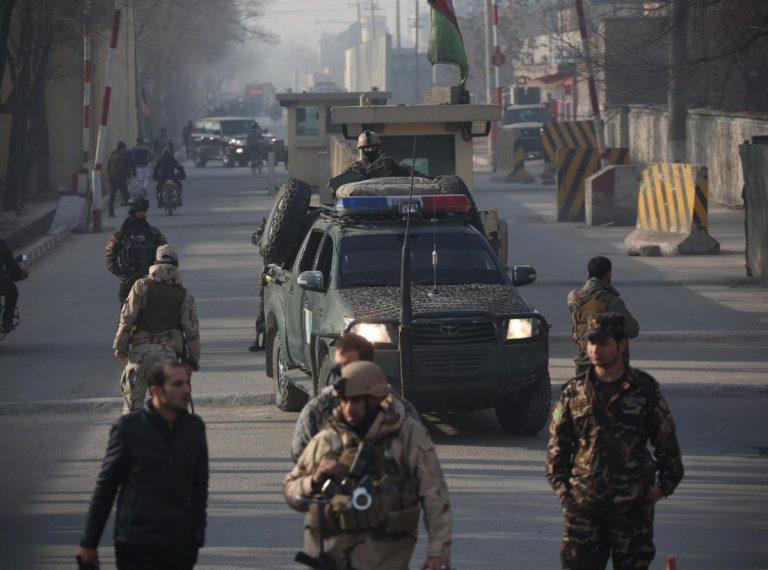 Kabul, attentato kamikaze contro agenzia di stampa. Almeno 40 morti