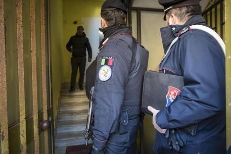 L'intervento dei carabinieri.