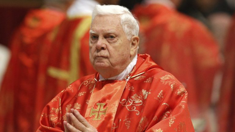 Vaticano: morto il cardinale Law, era stato travolto dallo scandalo pedofilia