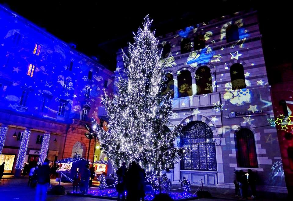 Albero di Natale e luci