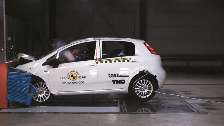 crash test fiat punto ottiene zero stelle record negativo. Black Bedroom Furniture Sets. Home Design Ideas