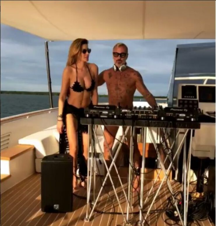 Aida Yespica a Miami sulla barca di Gianluca Vacchi, sexy e felice