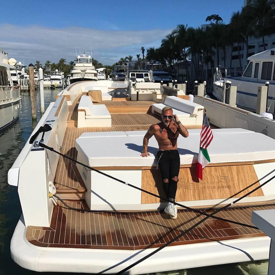 Gianluca Vacchi sul suo yacht