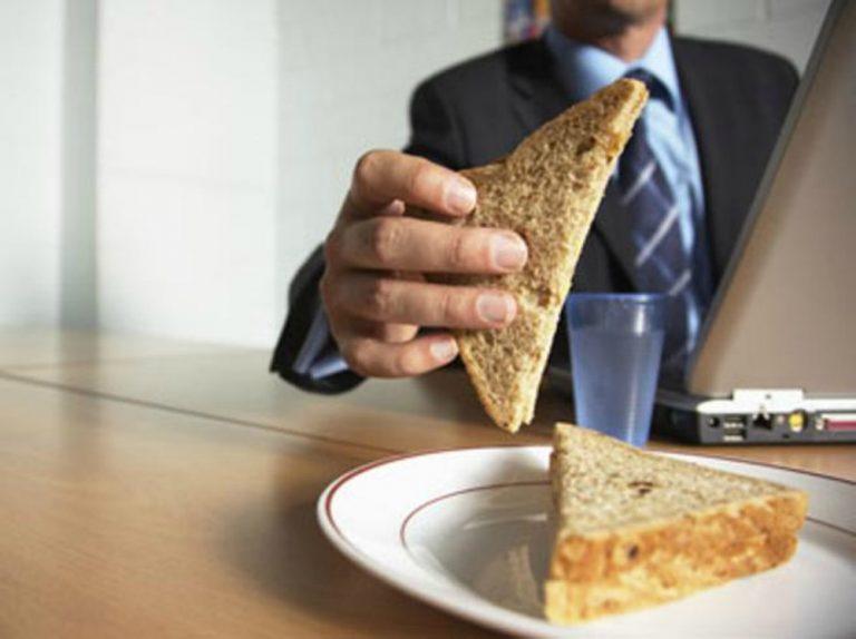 Statali, nuovo contratto: la pausa pranzo diventa di dieci minuti