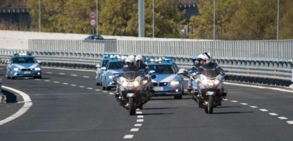 Sfilata poliziotti
