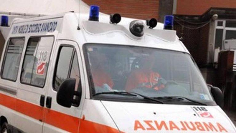Abusa di una bimba 10 anni in ambulanza: in manette un soccorritore