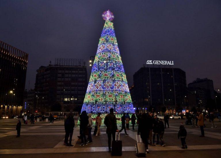 Albero Di Natale Milano.Milano Migrante Scala L Albero Di Natale