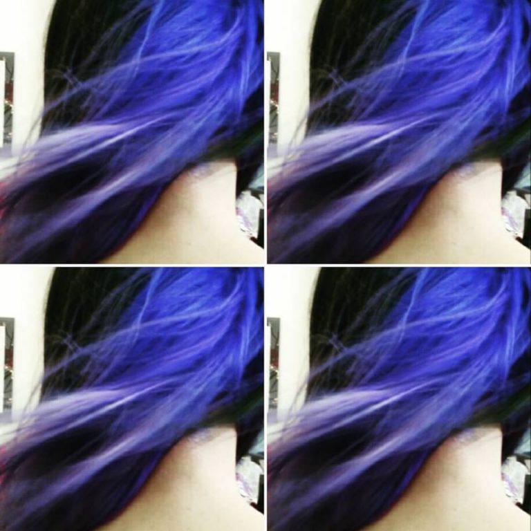 Capelli blu.