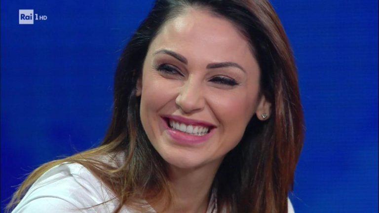 Anna Tatangelo compleanno senza Gigi: del cantante nessuna traccia