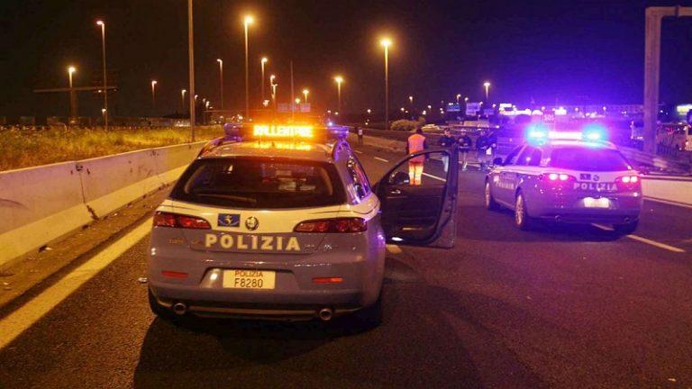 Milano scontro auto-carro funebre sulla A4: due morti e due feriti