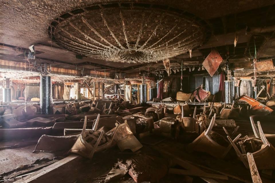 La sala in rovina