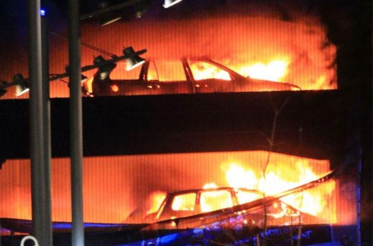 Liverpool, incendio: distrutte 1.400 auto