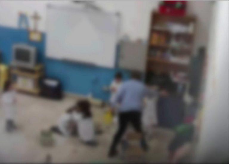 Bambini insultati e strattonati in un asilo, maestra arrestata