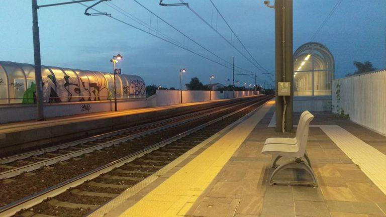 Travolta e uccisa dal treno nel Modenese: