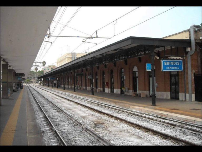 Brindisi, ragazzo violentato in stazione mentre aspetta il treno : Arrestati due pakistani