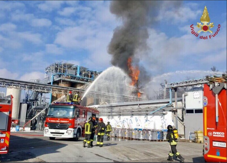 Esplosione in un'azienda, operai feriti, alcuni gravi