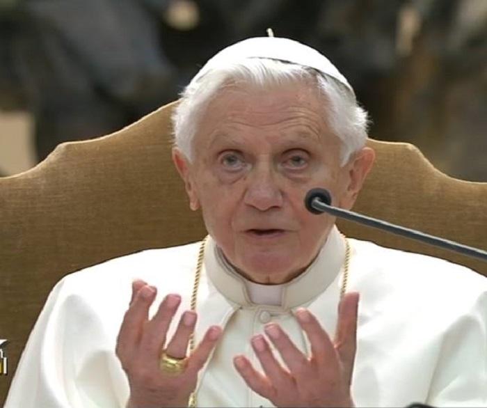 Benedetto XVI non ha una malattia neurologica