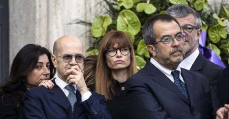 Carlotta mantovan e l 39 ultimo saluto a fabrizio ai funerali for Mantovan carlotta