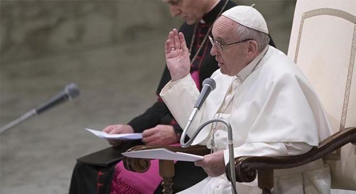 Papa: le messe in suffragio dei defunti non si pagano