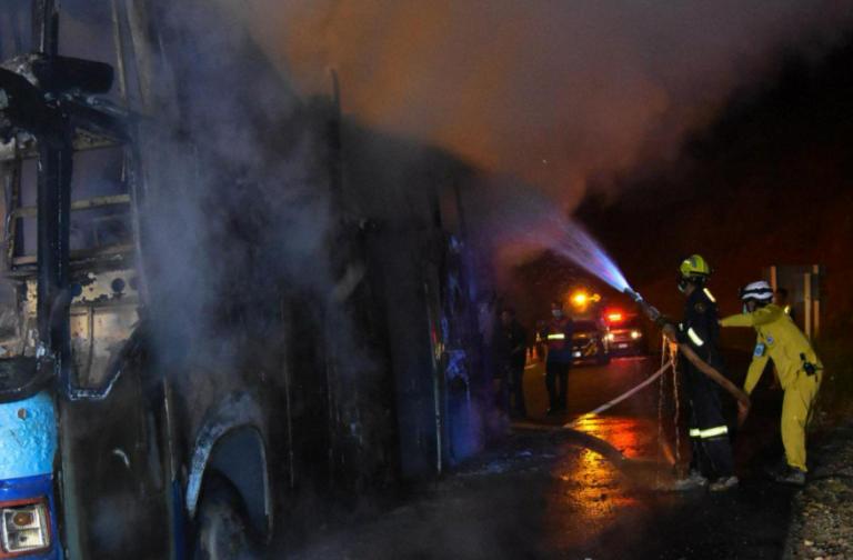A fuoco il bus carico di operai, 20 morti