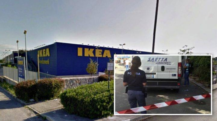 Napoli, rapina con pistole e kalashnikov all'Ikea di Afragola: bottino 110mila euro