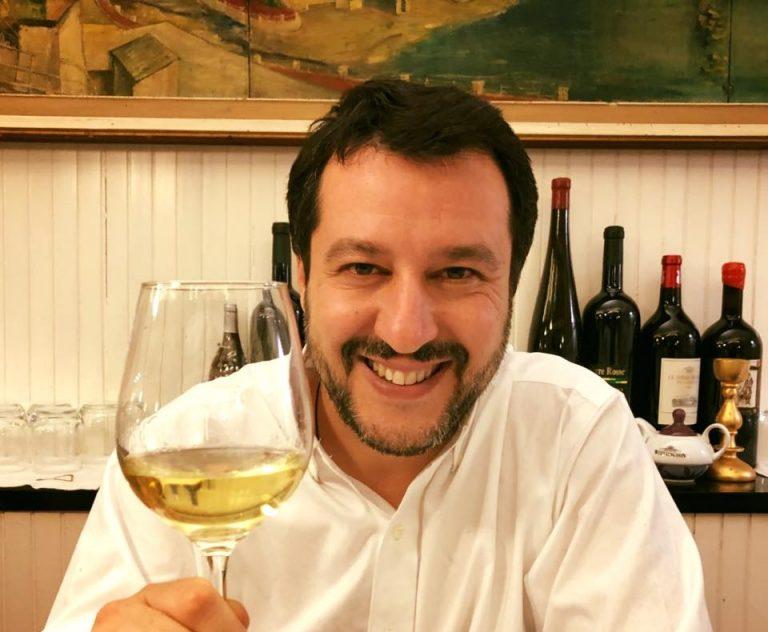 Matteo Salvini chiede il governo politico e apre al Pd