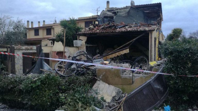 Montalto di Castro, esplosione in appartamento: morto un 26enne. Grave la compagna