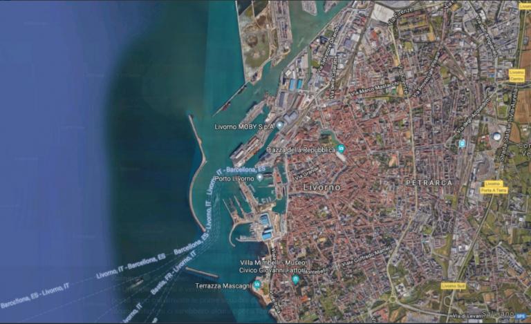 Violenta esplosione al porto industriale di Livorno