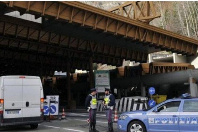 Monte Bianco, bloccato un furgone carico di tritolo: era diretto in Italia