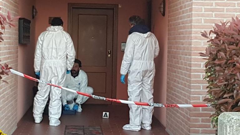 Modena, accoltella la moglie e tenta il suicidio
