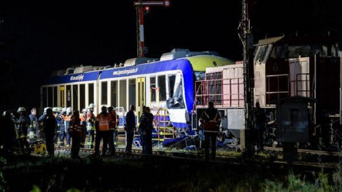 Incidente ferroviario in Germania: 2 morti e 14 feriti [GALLERY]