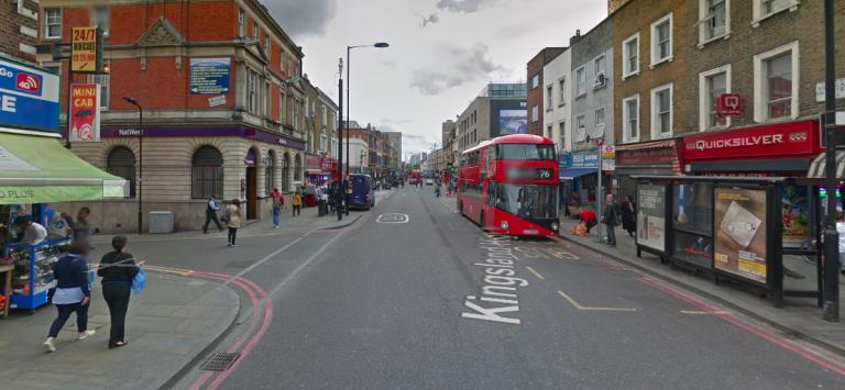 Tre uomini hanno riportato danni da sostanze nocive a Londra