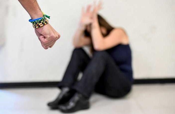 Cattolica: simula stupro per passare le notte con il fidanzato, denunciata