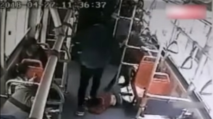 bambino cinese bus