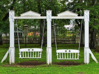 Altalena da giardino: materiali e modelli per bambini