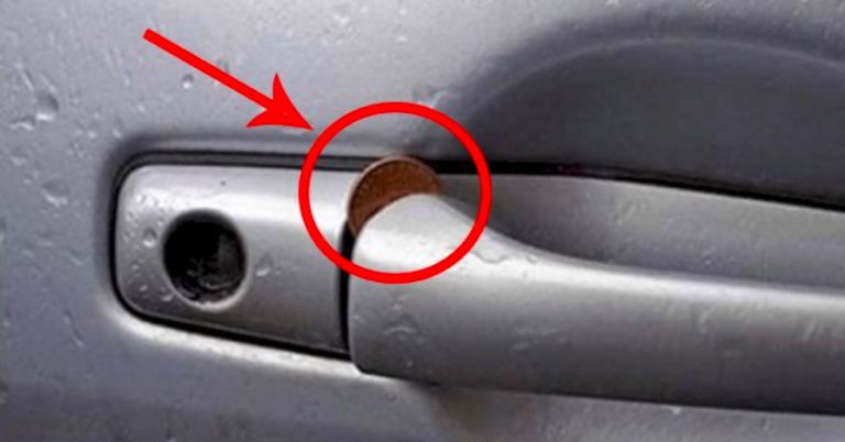 Il trucco della moneta nella maniglia dell'auto