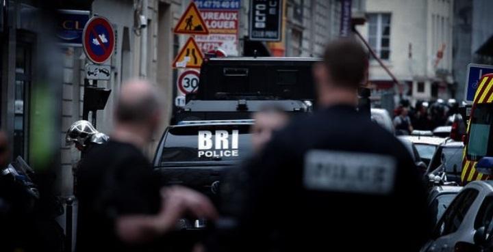 Due ostaggi in centro a Parigi minacciati da un uomo armato